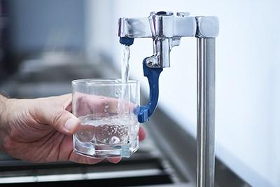 Кран с клапаном для быстрого набора фильтрованной воды